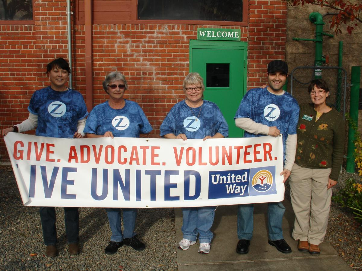 Zurich volunteers help prep for thanksgiving meal at for Loaves and fishes volunteer