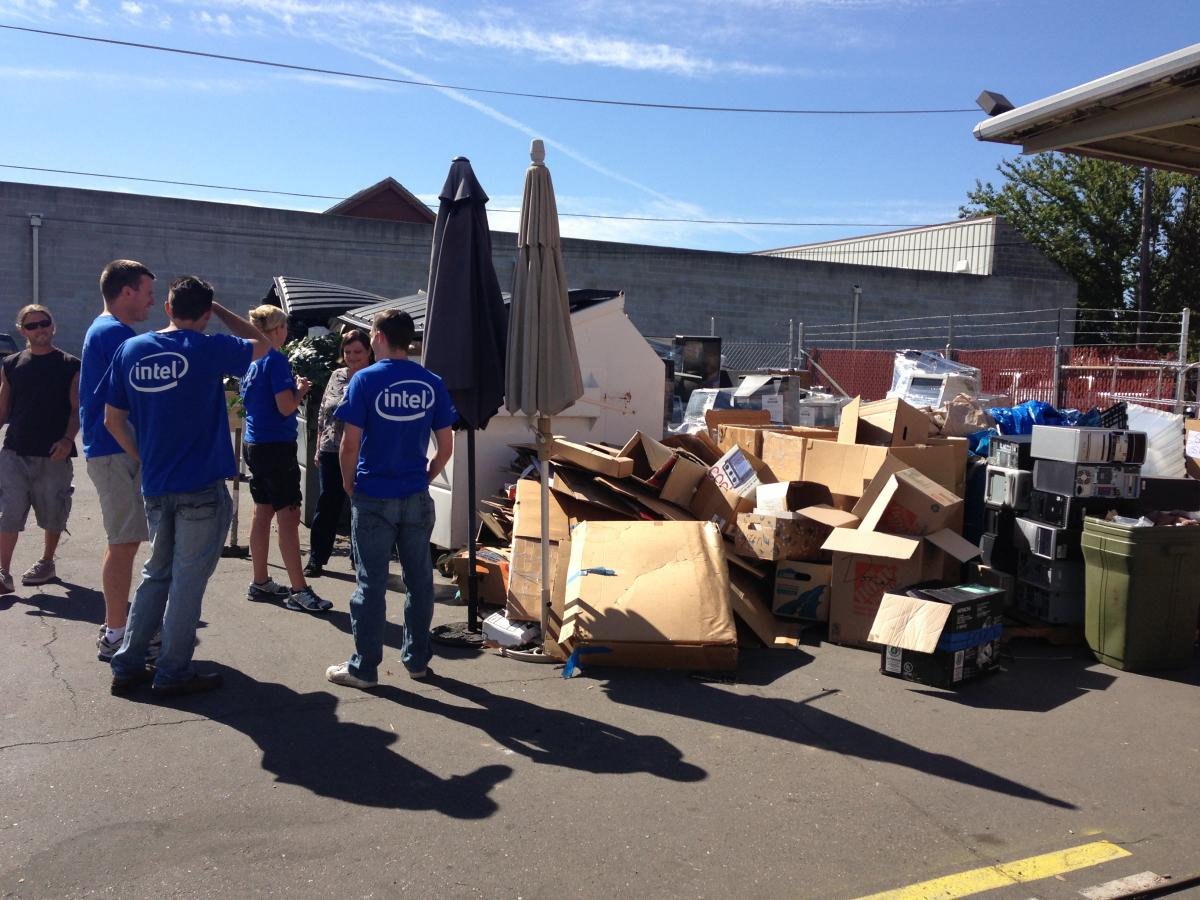 Intel volunteers with Snowline Hospice - United Way