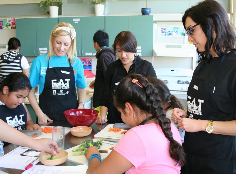 United Way's Emerging Leaders went to the Health Education Council site of our Fit Kids project at Grant High School. They helped high school students lead nutritional cooking activities with a group of elementary school age Fit Kids.