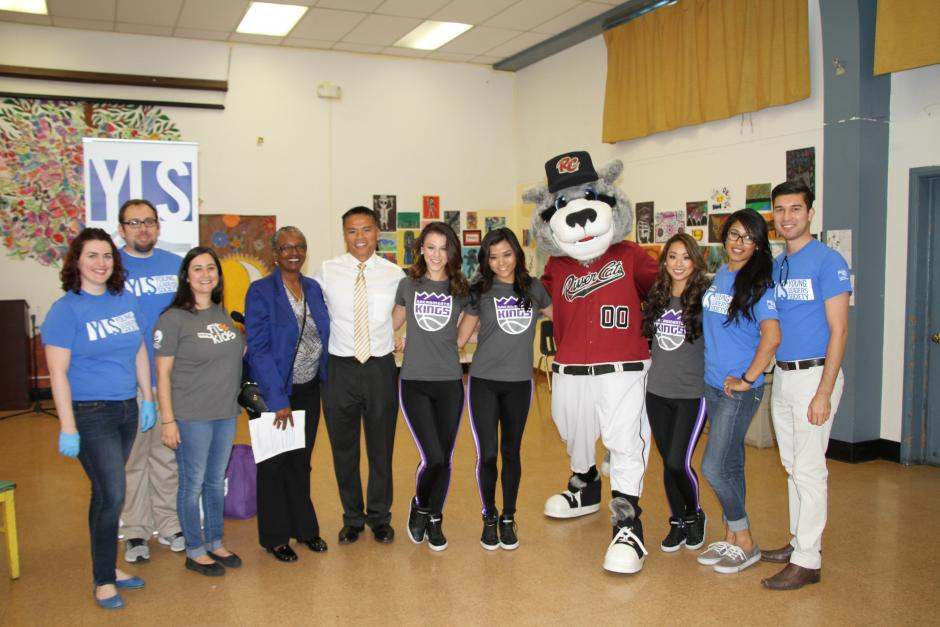 United Way's Young Leaders Society volunteers with United Way President & CEO, Taylor Street Elementary Principal, Sacramento Kings dancers and Sacramento River Cats mascot, Dinger.